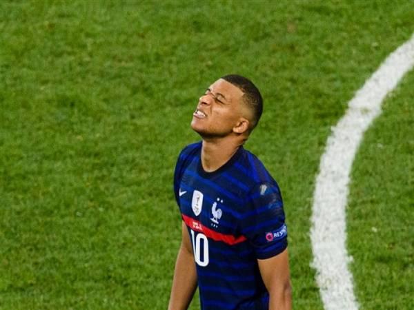 Tin Euro tối 29/6: Mbappe rơi vào bẫy của Sommer