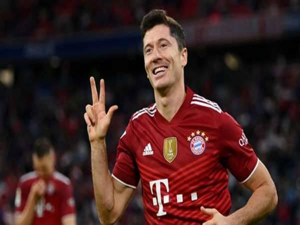 Tin Bayer 30/9: Lewandowski sánh ngang với một huyền thoại